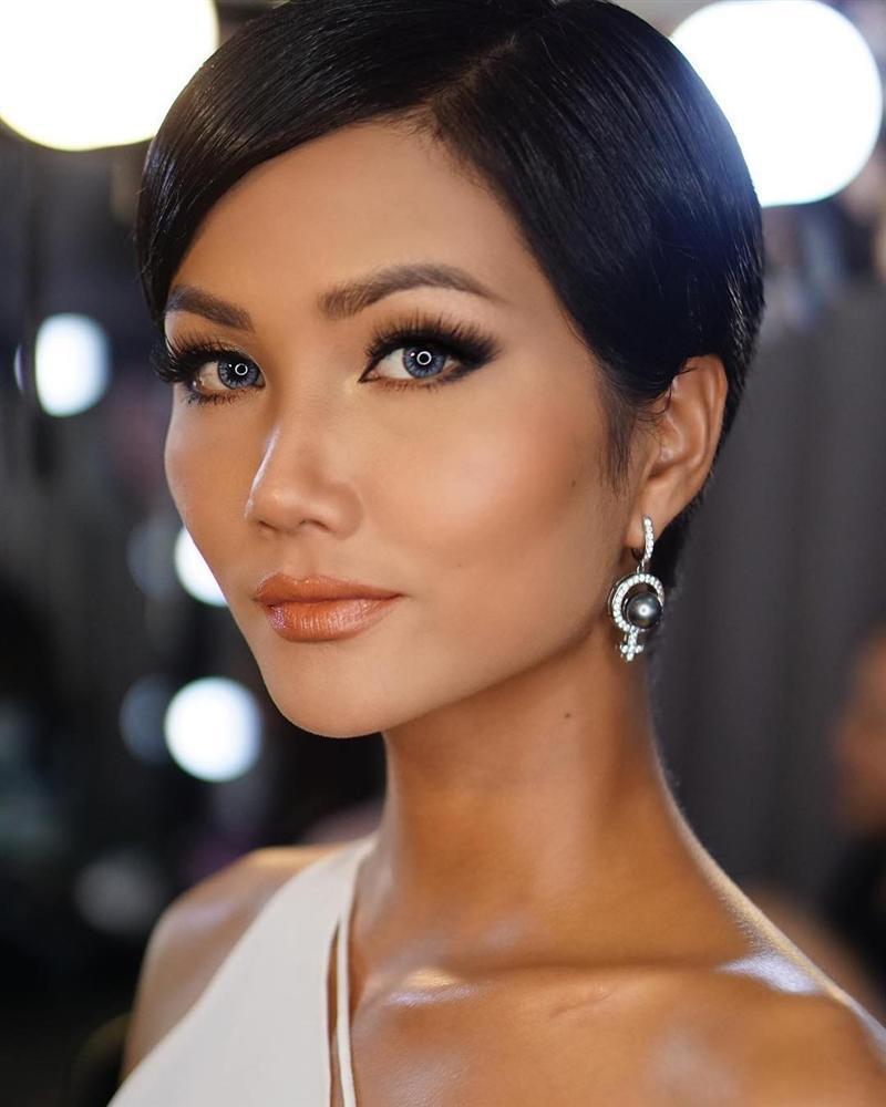 Góc mặt 3/4 đẹp xuất sắc là lợi thế giúp HHen Niê tỏa sáng tại Miss Universe 2018-10