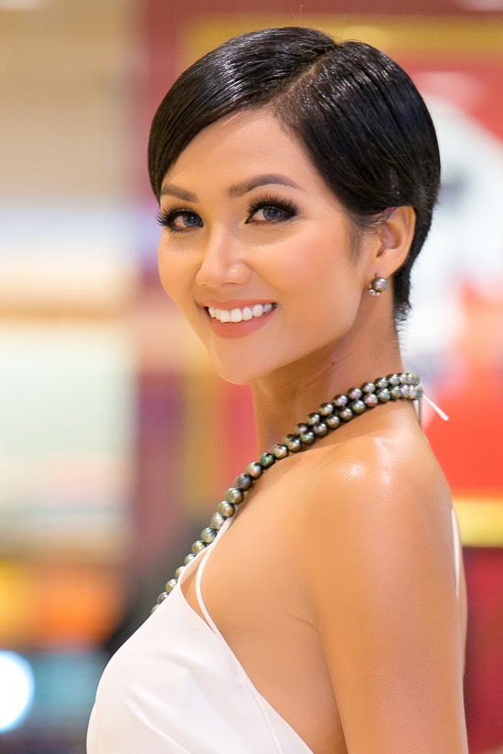 Góc mặt 3/4 đẹp xuất sắc là lợi thế giúp HHen Niê tỏa sáng tại Miss Universe 2018-9