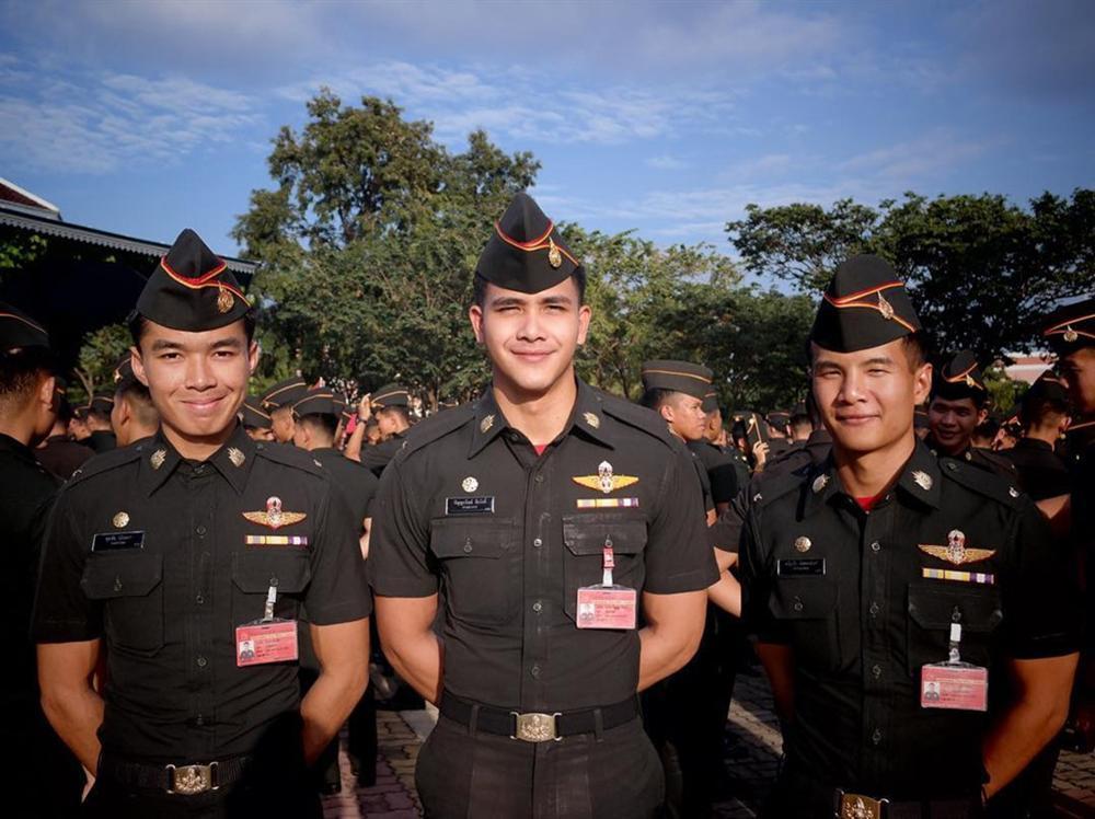 Chàng sĩ quan 9X đẹp trai được ví như đại uý Yoo phiên bản thực-2