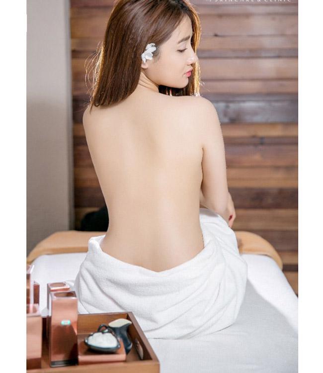 Những lần mặc bán nude nghẹt thở của Elly Trần, thánh nữ Mì Gõ - ảnh 11