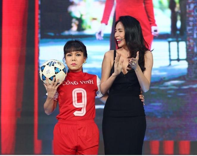 Có ai liều như Việt Hương và Hòa Minzy: Đã nấm lùn lại còn thích chụp hình cùng người khổng lồ-5