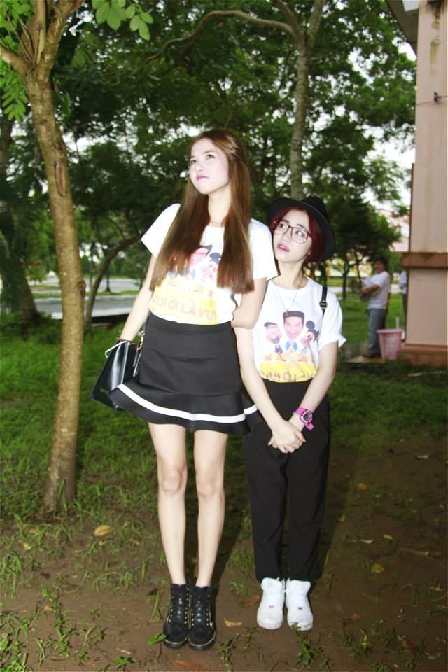 Có ai liều như Việt Hương và Hòa Minzy: Đã nấm lùn lại còn thích chụp hình cùng người khổng lồ-15