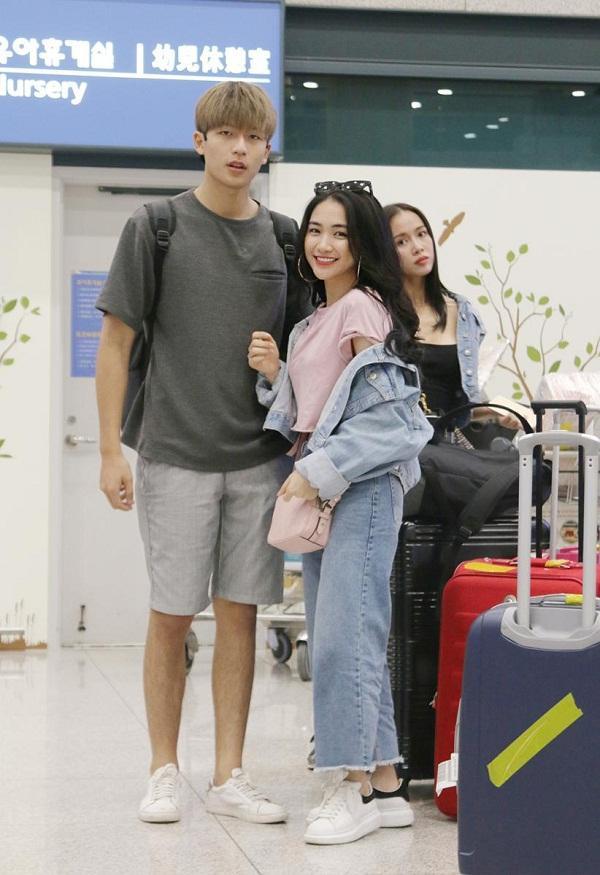 Có ai liều như Việt Hương và Hòa Minzy: Đã nấm lùn lại còn thích chụp hình cùng người khổng lồ-18
