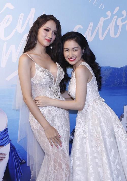 Có ai liều như Việt Hương và Hòa Minzy: Đã nấm lùn lại còn thích chụp hình cùng người khổng lồ-17