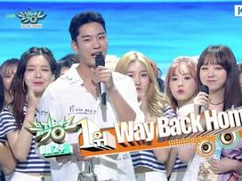 Tin được không: 'Hiện tượng' Shaun vượt mặt IU - Zico giành cúp đầu tiên tại Music Bank