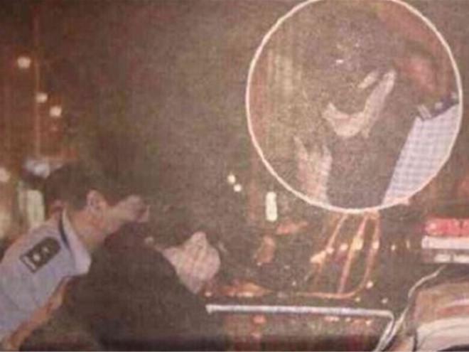 Ảnh Phạm Băng Băng bị đưa lên xe cảnh sát gây xôn xao mạng Trung Quốc-1
