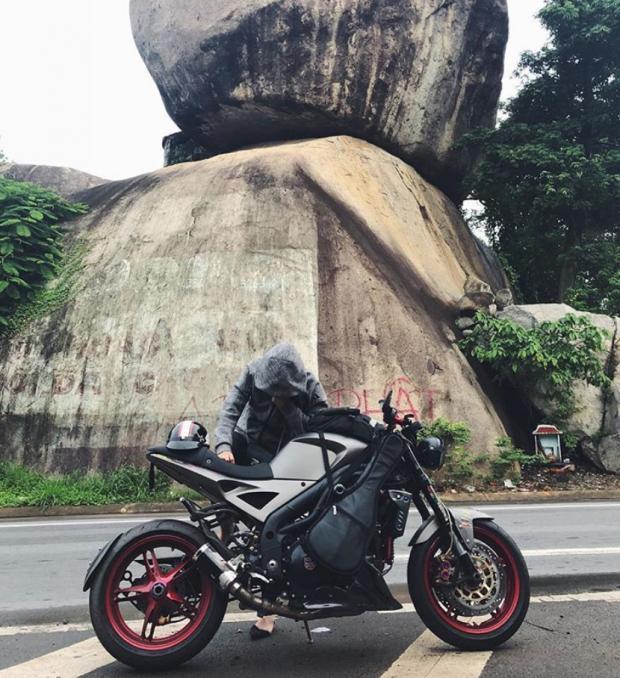 Huỳnh Anh khóa môi bạn gái trong chuyến phượt Đà Lạt bằng mô tô-2