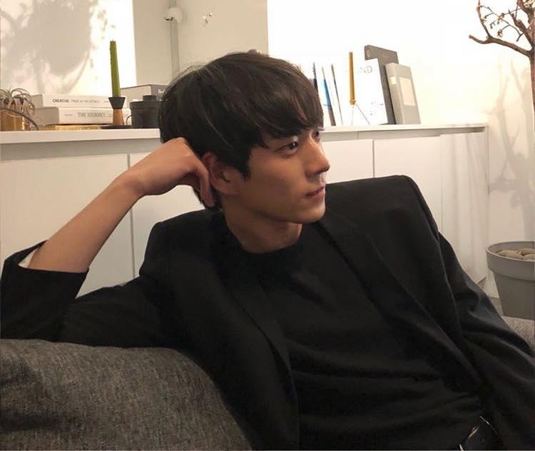 Mỹ nam 9x xứ Hàn sở hữu gương mặt đẹp tựa thánh sống Kang Dong Won-1