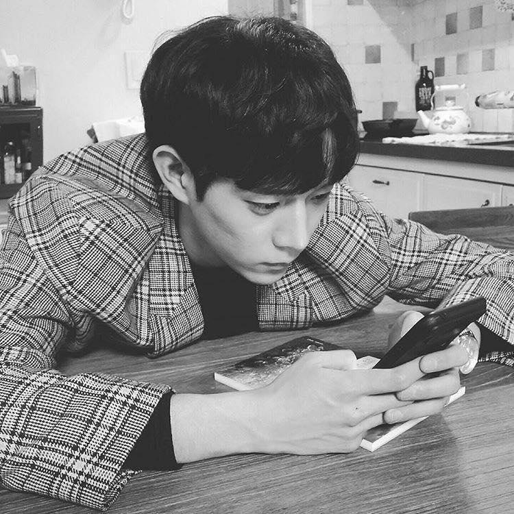 Mỹ nam 9x xứ Hàn sở hữu gương mặt đẹp tựa thánh sống Kang Dong Won-6