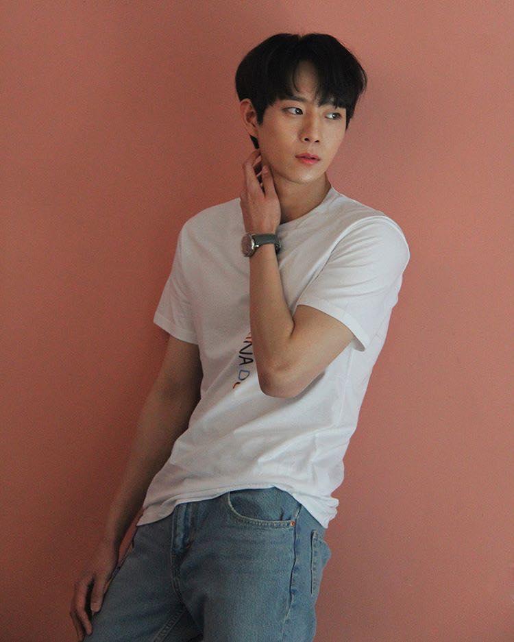 Mỹ nam 9x xứ Hàn sở hữu gương mặt đẹp tựa thánh sống Kang Dong Won-7