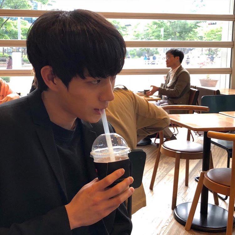 Mỹ nam 9x xứ Hàn sở hữu gương mặt đẹp tựa thánh sống Kang Dong Won-9