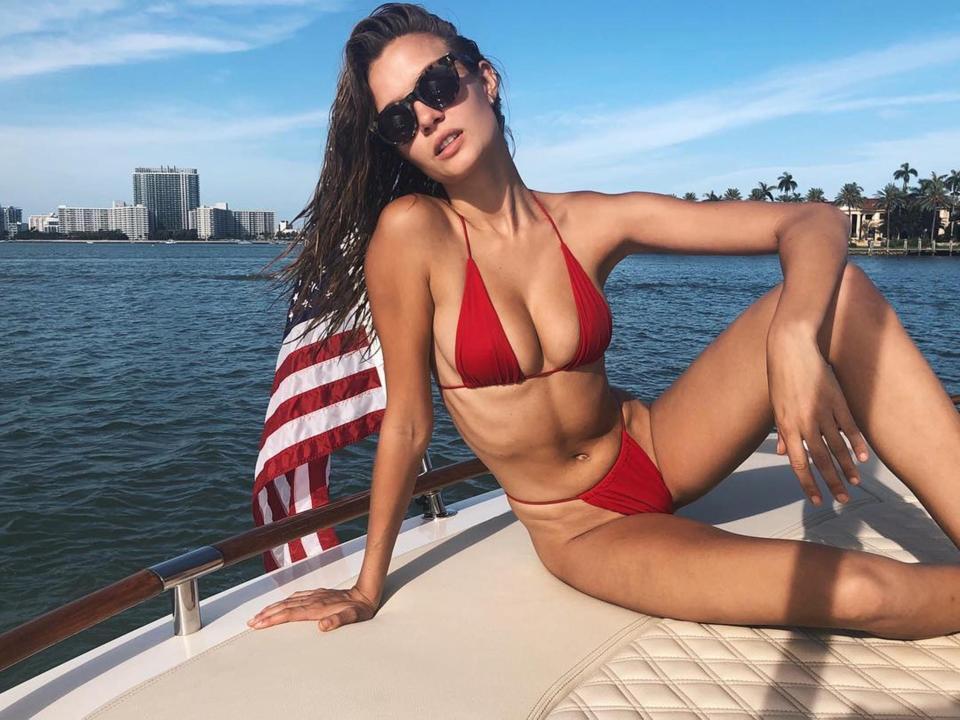 Sau mốt khoét hông cao, loại bikini mới còn sexy gấp bội phần đang trở thành hiện tượng mạng xã hội-6