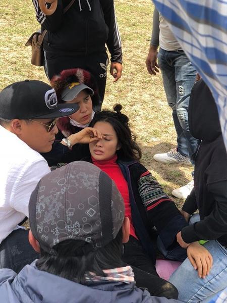 Mải mê quay phim, Yaya Trương Nhi bị ngựa quật ngã dẫn đến chấn thương-5