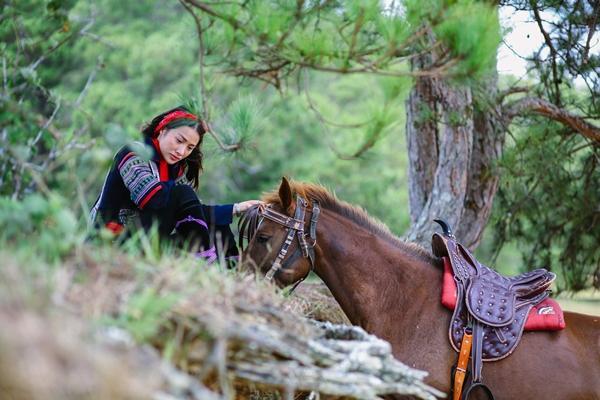 Mải mê quay phim, Yaya Trương Nhi bị ngựa quật ngã dẫn đến chấn thương-6