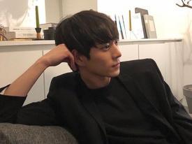 Mỹ nam 9x xứ Hàn sở hữu gương mặt đẹp tựa 'thánh sống' Kang Dong Won