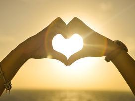 Hạnh phúc xa xôi hay vì lòng người không trân trọng?