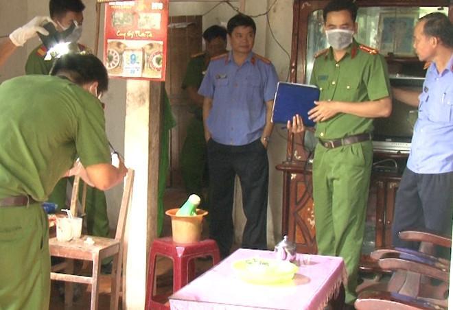 Hiện trường kinh hoàng vụ con nghi giết cha mẹ dã man ở Vĩnh Long-1