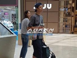 Lee Dong Gun và bà xã cùng đi mua sắm sau nhiều chỉ trích