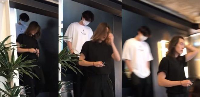 Kim Woo Bin gầy gò, tóc dài chấm vai khi xuất hiện cùng Lee Jong Suk-1