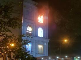 Cháy tại Diamond Plaza, nhiều người tháo chạy trong đêm