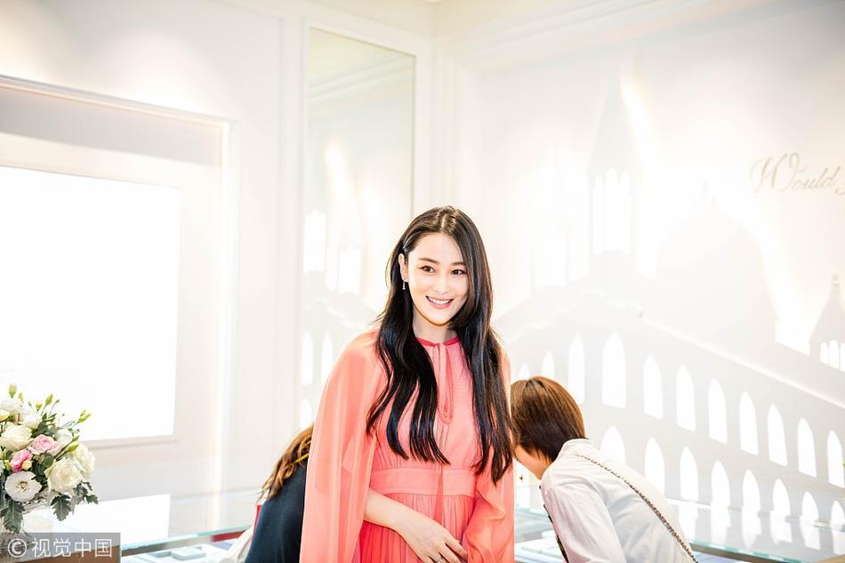 Trương Hinh Dư đẹp rạng ngời, khoe khéo nhẫn kim cương sau tin kết hôn-3