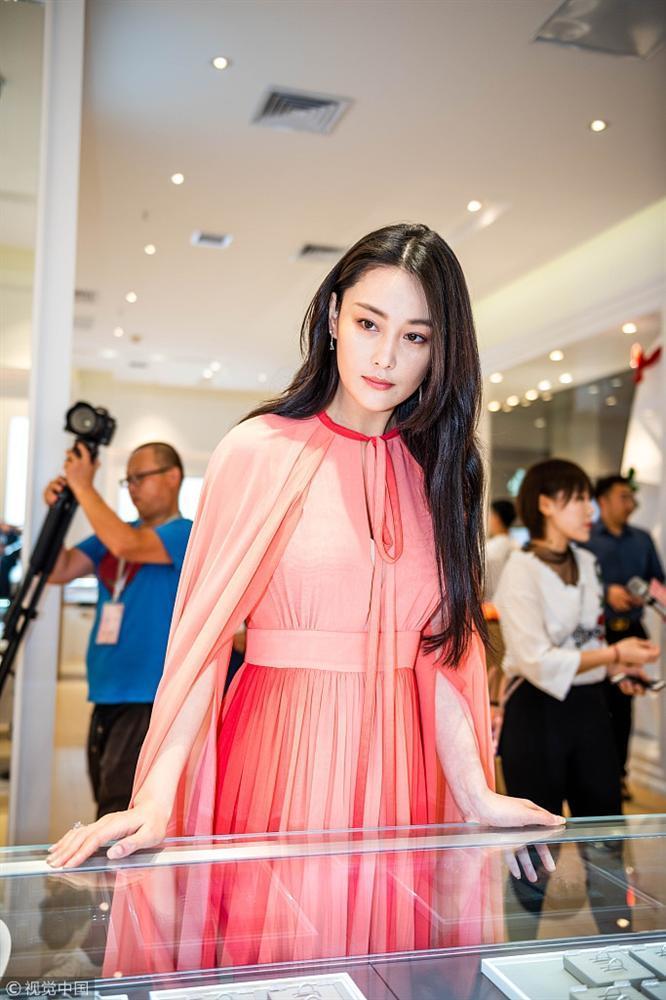 Trương Hinh Dư đẹp rạng ngời, khoe khéo nhẫn kim cương sau tin kết hôn-1