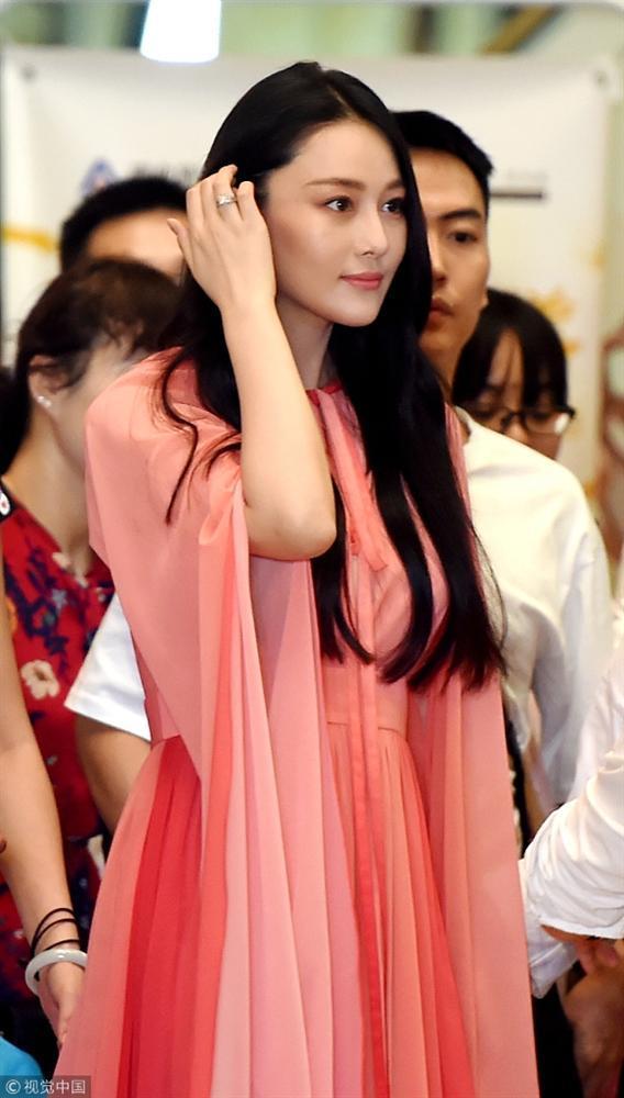 Trương Hinh Dư đẹp rạng ngời, khoe khéo nhẫn kim cương sau tin kết hôn-2
