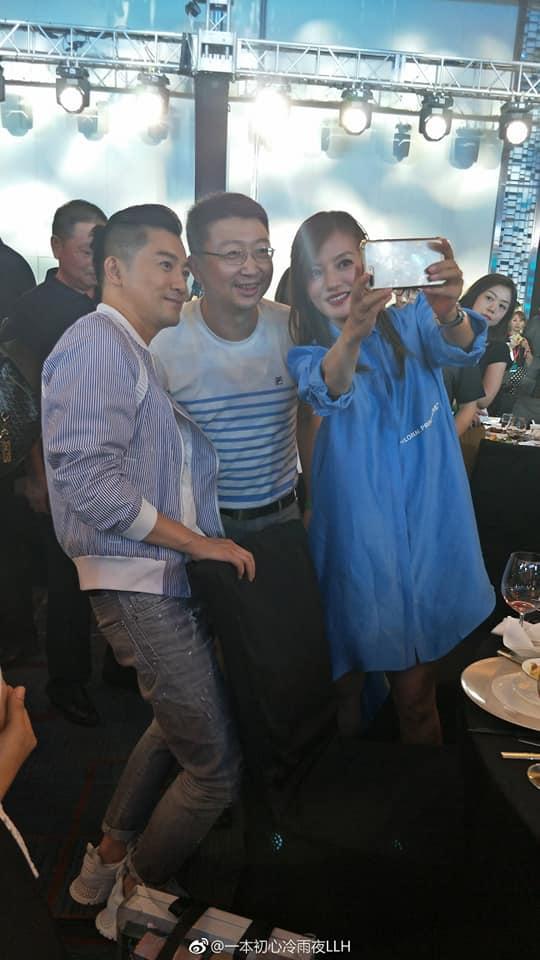 Sau thời gian xuất hiện xinh đẹp, Triệu Vy lại bị chê phong cách thời trang-3