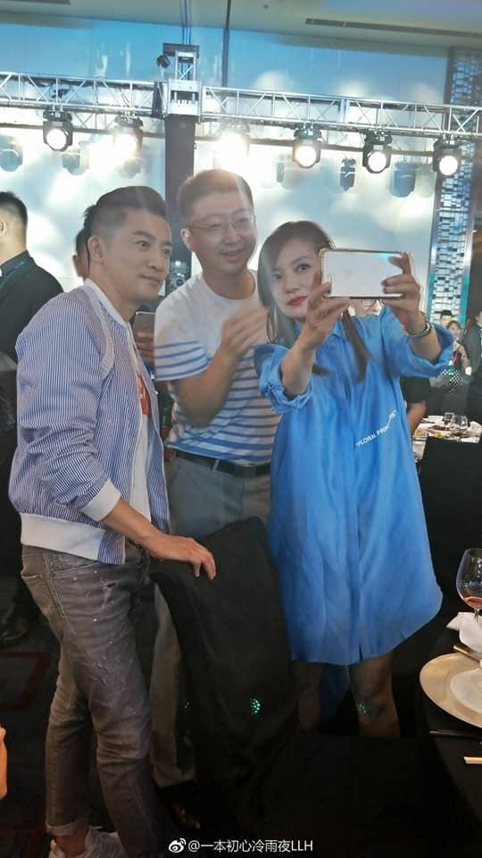 Sau thời gian xuất hiện xinh đẹp, Triệu Vy lại bị chê phong cách thời trang-4