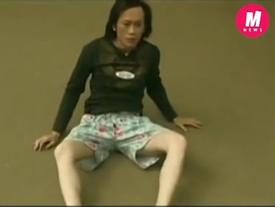 Clip: Có ai như Hoài Linh, tự tử không chết mà còn bị... mất quần