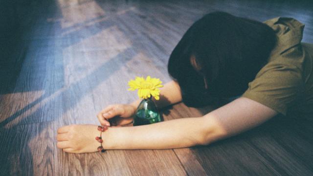 Gửi những cô gái tuổi 25: Đừng đau khổ vì yêu, đừng nghĩ cưới chồng là thước đo hạnh phúc-1