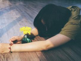 Gửi những cô gái tuổi 25: Đừng đau khổ vì yêu, đừng nghĩ cưới chồng là thước đo hạnh phúc