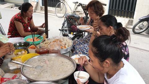 Quán ăn trong hẻm nhỏ khách kéo đến nườm nượp ở Sài Gòn-1