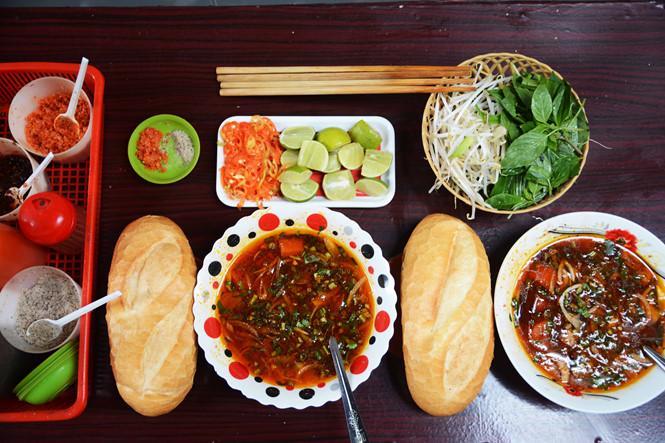 Quán ăn trong hẻm nhỏ khách kéo đến nườm nượp ở Sài Gòn-2
