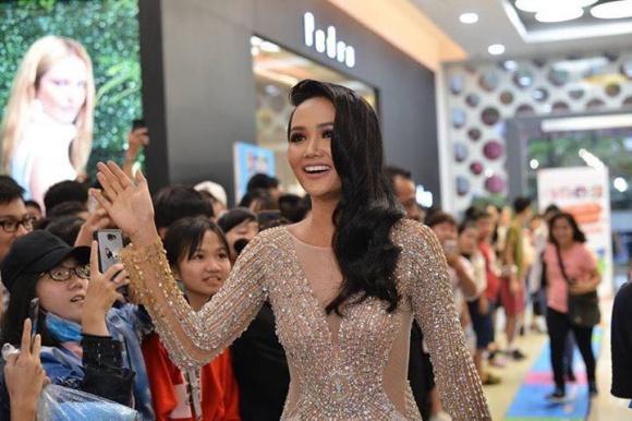 Sau kiểu tóc My Sói, hoa hậu HHen Niê lại khiến fan đắm đuối với hình ảnh nữ sinh suối tóc đen dài-7