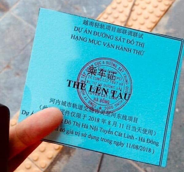 Tổng thầu đường sắt Cát Linh - Hà Đông tự ý cho người dân lên tàu-1