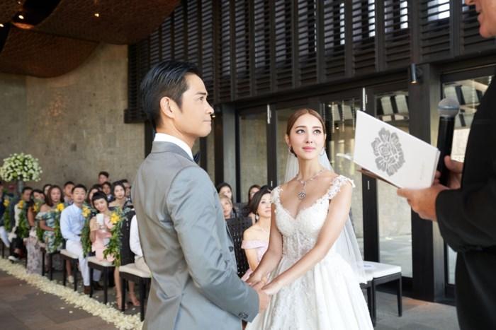 Tài tử TVB Trịnh Gia Dĩnh hôn say đắm hoa hậu Hong Kong trong đám cưới cổ tích-3