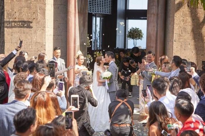 Tài tử TVB Trịnh Gia Dĩnh hôn say đắm hoa hậu Hong Kong trong đám cưới cổ tích-4