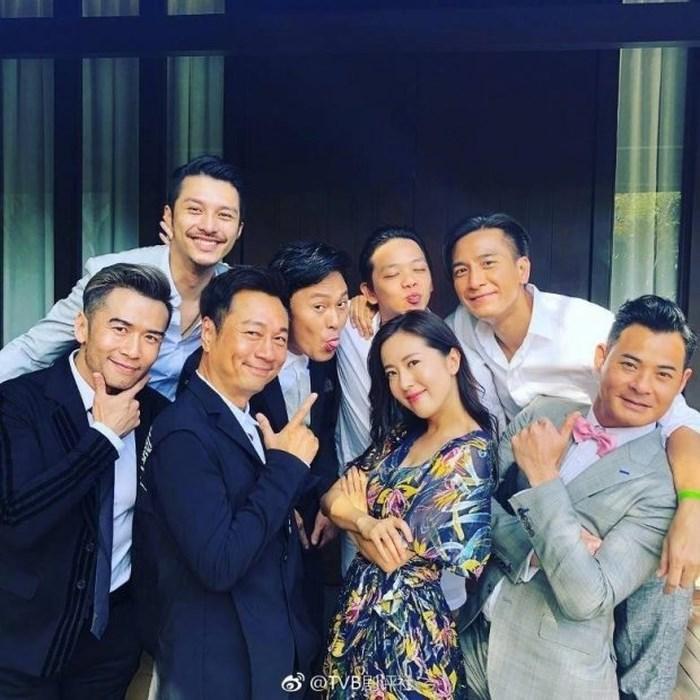 Tài tử TVB Trịnh Gia Dĩnh hôn say đắm hoa hậu Hong Kong trong đám cưới cổ tích-5