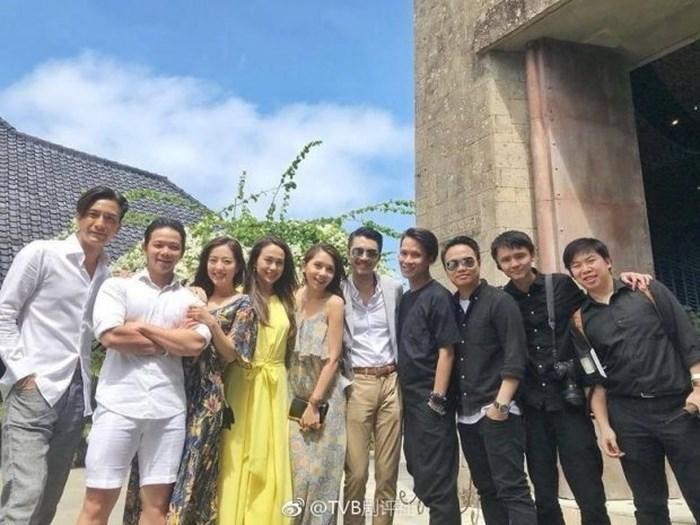 Tài tử TVB Trịnh Gia Dĩnh hôn say đắm hoa hậu Hong Kong trong đám cưới cổ tích-6