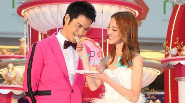 Tài tử TVB Trịnh Gia Dĩnh hôn say đắm hoa hậu Hong Kong trong đám cưới cổ tích-9