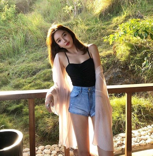 Phái đẹp châu Á bày cách mặc quần 5cm không phản cảm-10