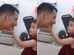 Không nhịn được cười với ánh mắt hình viên đạn của cậu bé khi bị bố troll-1