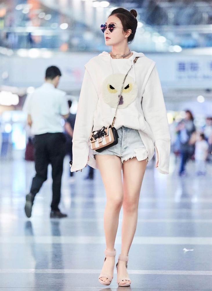 Phú Sát Hoàng Hậu Tần Lam đẹp lịm tim trên tạp chí Blue số tháng 8-4