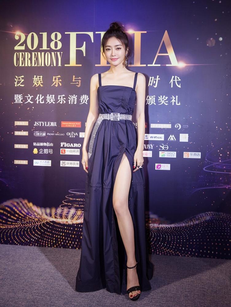 Phú Sát Hoàng Hậu Tần Lam đẹp lịm tim trên tạp chí Blue số tháng 8-8