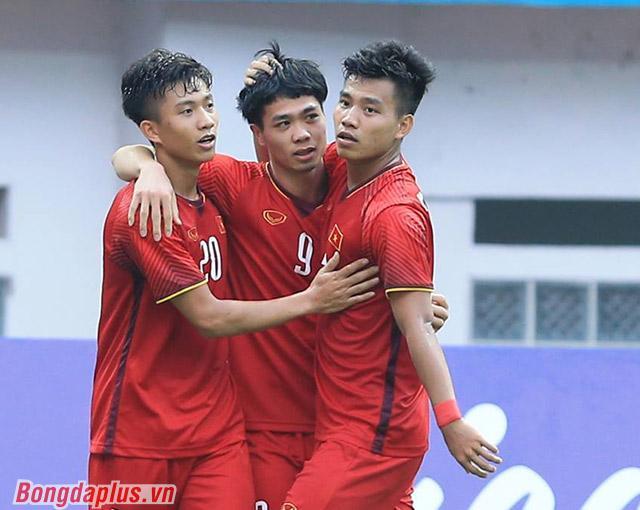 Hòa Minzy quẩy tưng bừng khi Công Phượng ghi bàn giúp U23 Việt Nam chiến thắng vẻ vang-2