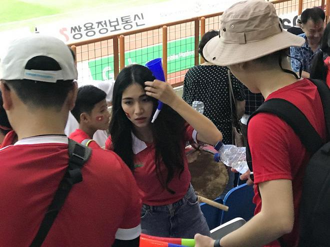 Hòa Minzy quẩy tưng bừng khi Công Phượng ghi bàn giúp U23 Việt Nam chiến thắng vẻ vang-10