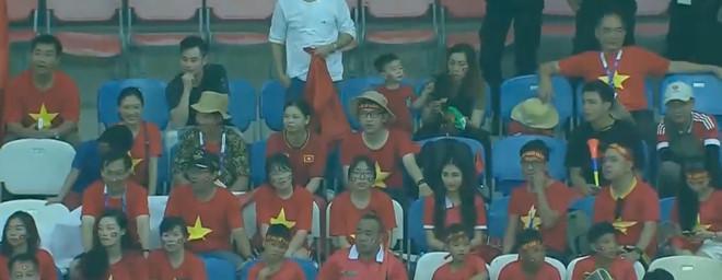 Hòa Minzy quẩy tưng bừng khi Công Phượng ghi bàn giúp U23 Việt Nam chiến thắng vẻ vang-6