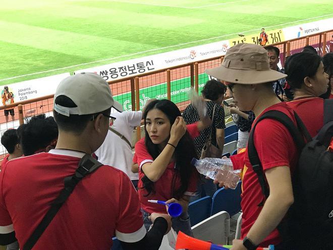 Hòa Minzy quẩy tưng bừng khi Công Phượng ghi bàn giúp U23 Việt Nam chiến thắng vẻ vang-12