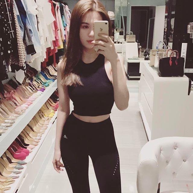 Ngọc Trinh khuyên chị em phụ nữ: Đừng nhịn ăn nhịn tiêu, muốn có bộ quần áo đẹp thì hãy mua đi-8